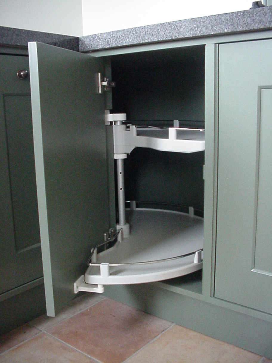 Hoekkast Keuken Draaiplateau : Draaiplateau in hoekkast Replicawitjes onder schouw Lades voorzien van
